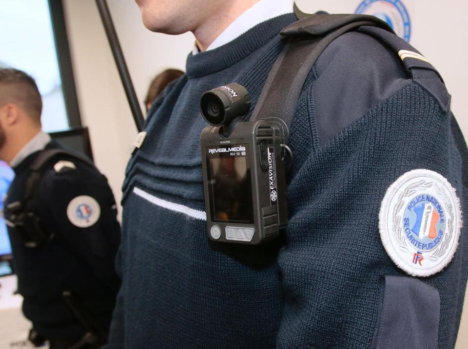 A police officer wears a body-worn camera ('camera pieton' in French) during the inauguration of the new police station of Les Mureaux on April 8, 2016. / AFP PHOTO / JACQUES DEMARTHONJACQUES DEMARTHON/AFP/Getty Images